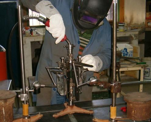 Ubicación de la torcha de la soldadora MIG para proceder a soldar.